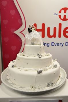 The Wedding Expo Cake Challenge with Huletts SA in Cape Town 2017 entrant the CTICC. Photography by Simon Diener. Cake Competition, Cape Town, Wedding Cakes, Challenges, Desserts, Photography, Food, Wedding Gown Cakes, Tailgate Desserts