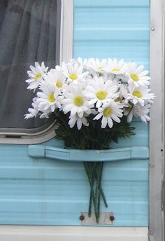 Love the flowers attached to this trailer.