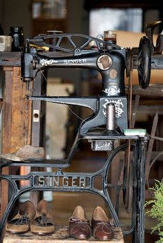 I need a good leather sewing machine like this. Would make life so much easier.