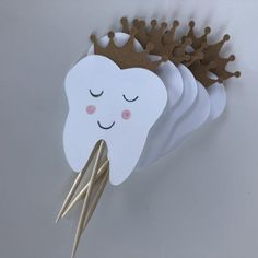 Tooth cupcake topper, tooth food pick, tooth decorations, tooth cake topper, first tooth cupc… - Cuidado Bucal Dental Life, Dental Art, Premiere Dent, Dental Pictures, Tooth Cake, Food Picks, First Tooth, Cupcakes, Paper Flowers Diy