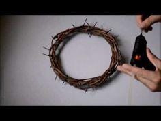 Como fazer uma Coroa de Espinhos - YouTube Make A Crown, Altar Design, Jesus Is Risen, Church Stage Design, Holy Week, Seasonal Flowers, How To Make Wreaths, Lent, Easter Crafts