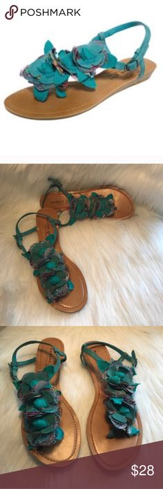 STEVE MADDEN MADDEN GIRL PRESHIUS THONG SANDALS Beautiful and stylish! Great pre-owned condition, with some scuffs to the straps, and left front thong, see pic#8. Size: 7.5, color turquoise. No trades, offers welcome. 0172223990 Steve Madden Shoes Sandals