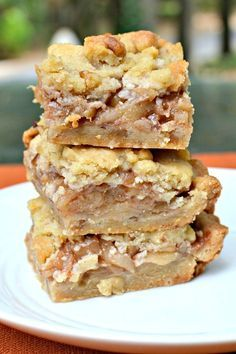 Ina& Apple Pie Bars Easier Than Apple Pie! is part of Apple pie bars A recipe for Ina Garten& Apple Pie Bars easier than apple pie and just as delicious Sure to become a fall favorite for your - Ma Baker, Apple Pie Bars, Apple Pie Bread, Apple Fritter Cake, Apple Monkey Bread, Apple Loaf, Apple Slab Pie, Apple Spice Cake, Apple Cinnamon Muffins