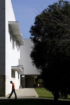 Faculdade de Jornalismo   Fac. of Media Sience S. Compostela - 2001   © Fernando Guerra, FG+SG Architectural Photography