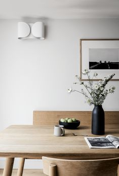 Elegance & Simplicity in Faded Tones Light Wood Dining Table, Japanese Dining Table, Scandi Living Room, Scandinavian Dining Table, Dining Tables, Dining Room Inspiration, Home Decor Kitchen, Kitchen Wood, Dining Room Design
