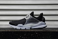 Hiroshi Fujiwara's revival of the Nike Sock Dart for its tenth anniversary has been churning out limited edition colorways since last year with dark loden,