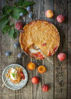 Godaste plommonpaj med knäckig kolatäcke | Sweet Pie, Fika, Tasty, Desserts, Christmas, Inspiration, Tailgate Desserts, Xmas, Biblical Inspiration