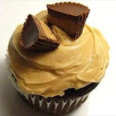 Peanut+Butter+Frosting on BigOven: This+luscious+peanut+butter+frosting+couldn't+be+easier+to+make.+It's+the+perfect+fluffy+frosting+for+chocolate+cake,+cupcakes+or+brownies.