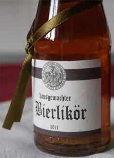 """Heute habe ich für Euch eine tolle """"Geschenkidee aus der Küche"""". Den Bierlikör habe ich im letzten Jahr zum ersten Mal ausprobiert und nebe..."""