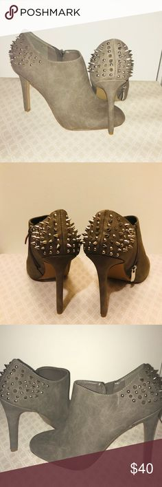 """Size 9 Jessica SIMPSON Jessica Simpson ankle bootie 3"""" with funky spike design. Color: grey with silver spikes  Never worn stickers still on shoes Jessica Simpson Shoes Ankle Boots & Booties"""