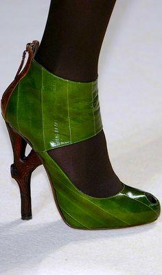 Emanuel Ungaro La Vee via Robinette Kelly onto Designer Shoes Fab Shoes, Crazy Shoes, Me Too Shoes, Shoes Heels, Pumps, Talons Sexy, Green Shoes, Beautiful Shoes, Shoe Collection