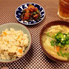 お昼に食べ過ぎたので夜は粗食にしました(^^;; - 14件のもぐもぐ - 筍ご飯  豚汁  タコとトマトのサラダ by ulysses