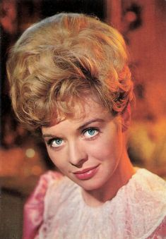 Susannah York   #actress #model #singer #dancer #vintage #retro #pinup #pinups #celebrity #celebrities #susannahyork Susannah York, English Actresses, Real Beauty, Female Celebrities, Pinup, Theatre, Dancer, Writer, January