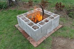 Cinder Block Fire Pit - There is always a good reason to build a fire pit in your backyard. And when it comes to building a fire pit, cinder block is always a good material to use. Fire Pit Ring, Diy Fire Pit, Fire Pit Backyard, Backyard Patio, Backyard Landscaping, Landscaping Ideas, Patio Fire Pits, Landscaping Blocks, Sloped Backyard