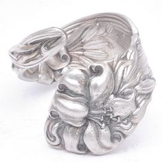 Love the pattern on this ring, looks like a Gorham or Alvin!