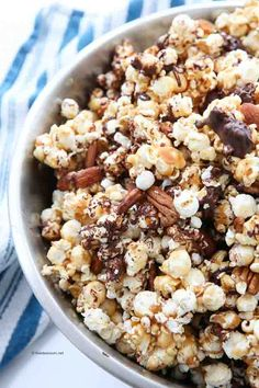 This homemade moose munch caramel popcorn tastes even better than the original! So light, crisp, & buttery, with tender nuts and a hint of chocolate. This will be your favorite Caramel Popcorn Recipe. Moose Munch Popcorn Recipe, Popcorn Snacks, Popcorn Recipes, Candy Recipes, Sweet Recipes, Snack Recipes, Cooking Recipes, Cheerios Recipes, Popcorn Balls
