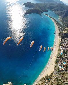 Tag someone that you would like to paraglide side by side above the signature coastal image of #Turkey | The Blue Lagoon / Birlikte yamaç paraşütü yapmak istediğiniz kim var? #Oludeniz
