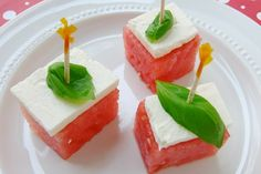 You get the cold sweet watermelon contrasted with the salty feta - yum! If you have some basil, you will add another dimension of flavor that will include a licorice like taste. Watermelon Appetizer, Watermelon And Feta, Sweet Watermelon, Appetizers For Party, Appetizer Recipes, Snack Recipes, Ww Recipes, Lunch Snacks, Salty Snacks