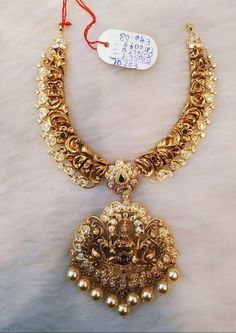 Most up-to-date Free Bridal Jewellery designs Suggestions Through wedding rings in addition to bracelets in order to jewellery and jewellery, here is a number Antique Jewellery Designs, Gold Earrings Designs, Gold Jewellery Design, Necklace Designs, Gold Designs, Gold Jewelry Simple, Rose Gold Jewelry, Diamond Jewelry, Bridal Necklace Set
