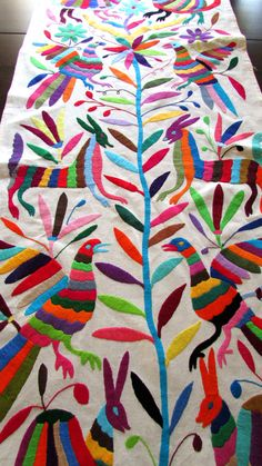 Otomi embroidered fabric King size bedspread by www.artedemitierra.net