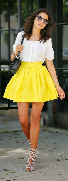 Yellow  Skirt with  White Top/ falda amarilla con blusa blanca.