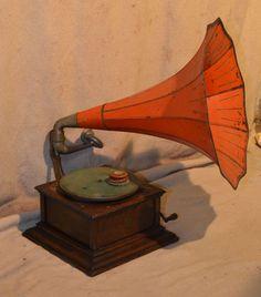 """Zonophone"" Oak Wind Up Gramophone #ukauctioneers"