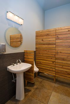 urinal privacy screen - wood slats _ idea for shelving in bathroom. Recycle using pallets for the wood.