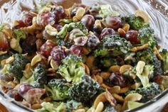 This light and healthy broccoli salad recipe is a great make-ahead side dish . Yield : 8 servings (serving size: about 1 cup) 5 SmartPoints 5 PointsPlus Ingredients : 4 cups small broccoli flo… Salade Weight Watchers, Plats Weight Watchers, Weight Watchers Meals, Weight Watchers Broccoli Salad Recipe, Weigh Watchers, Skinny Recipes, Ww Recipes, Salad Recipes, Cooking Recipes