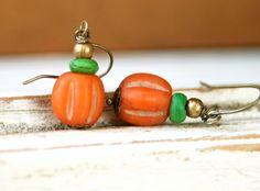Orange+pumpkin+earrings.+glass+beaded+dangle+por+tiedupmemories