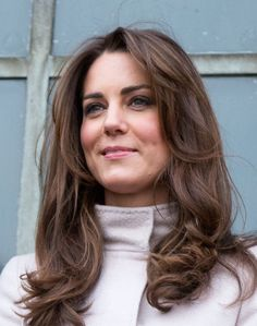 Kate Middleton's Pregnancy Hair Trick Is Actually Genius — and Very Sneaky! Photo of Kate Middleton's Pregnancy Hair Trick Is Actually Genius — and Very Sneaky! Cabelo Kate Middleton, Looks Kate Middleton, Estilo Kate Middleton, Princess Kate Middleton, Kate Middleton Makeup, Kate Middleton Haircut, Duchess Kate, Duchess Of Cambridge, Medium Hair Styles
