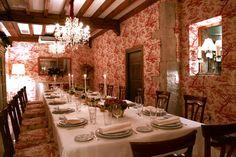Con su bien merecida estrella michelin, el Cenador de Amos te ofrece un magnifico espacio en una Caso Palacio en Villaverde de Pontones. Visita obligada si vienes o estas en Cantabria.