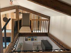 Réalisez sur-mesure votre filet et votre garde-corps avec LoftNets. Modern Staircase, Staircase Design, Spiral Staircases, Stairs Architecture, Interior Architecture, Dream Home Design, House Design, Loft Playroom, Hammock Bed