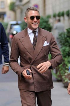 Credit 👤 Lapo Elkann via 📷 unidentified Please get in touch if you notice any error/omission/other concerns ________________________________ . Mens Fashion Suits, Fall Fashion Outfits, Mens Suits, Blazer Fashion, Man Fashion, Smart Casual Menswear, Men Casual, Lapo Elkann, Most Stylish Men
