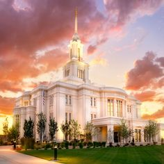 Payson Temple The Work Begins - Facing northwest into a beautiful sunset at the new Payson Utah Temple, this photo was taken on the very first day the work began inside the temple. Payson Temple, Payson Utah, Temple Lds, Utah Temples, Lds Temples, Salvador, Jesus Christ Lds, Lds Temple Pictures, Later Day Saints