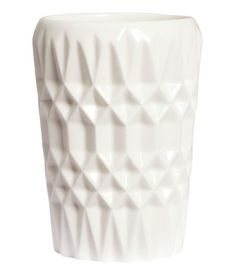 White. Toothbrush mug in stoneware with a textured pattern. Size 2 3/4 x 4 3/4 in.