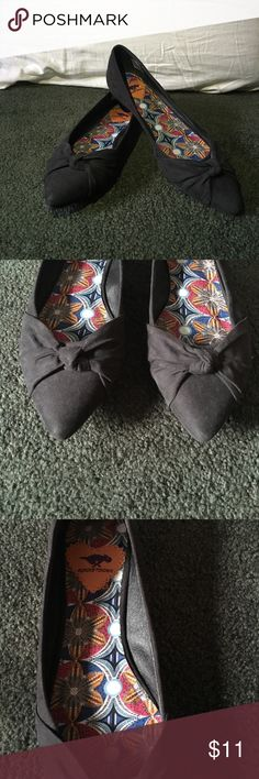 NWOT Rocket Dog Black Pointy Flats Black smooth flats with a pretty bow. Only worn once. Rocket Dog Shoes Flats & Loafers