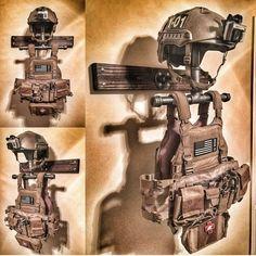 armor & helmet stand