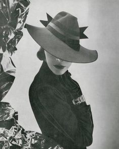 Pin by women's fashion on hats in 2019 1938 Fashion, 1940s Fashion Women, Vintage Fashion, Look Vintage, Vintage Beauty, Vintage Ladies, Retro Vintage, Vintage Hats, 1930s Hats