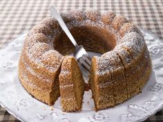 Appelsiinikakku - orange cake, recipe in Finnish - has 1 dl orange marmalade as flavoring. Best after a couple of days. Sweet Recipes, Real Food Recipes, Cake Recipes, Nordic Recipe, Finnish Recipes, Scandinavian Food, Little Cakes, Pastry Cake, Coffee Cake