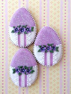Iced Cookies, Easter Cookies, Sugar Cookies, Cake Decorating Classes, Cookie Decorating, Royal Icing Decorated Cookies, Iced Biscuits, Cookie Frosting, Buttercream Flowers