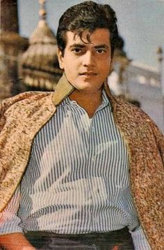 DidYouKnow : JeetandraKapoor's birth name is Ravi Kapoor. Bollywood Pictures, Bollywood Memes, Bollywood Cinema, Bollywood Stars, Old Film Stars, Movie Stars, Vintage Bollywood, Indian Bollywood, Jaisalmer
