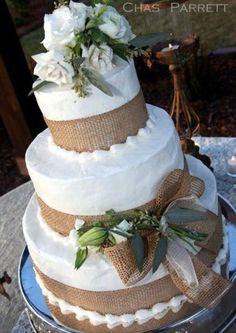 Burlap Wedding Cake! #Food #Drink #Trusper #Tip