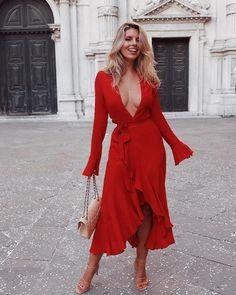 ceed06d084 54 Best Celebrity Style images in 2019   Natalie halcro, Natasha ...