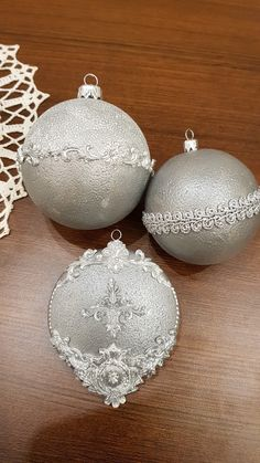 Homemade Ornaments, Christmas Ornaments To Make, Christmas Items, Pink Christmas, Christmas Balls, Decor Crafts, Christmas Holidays, Christmas Crafts, Christmas Decorations