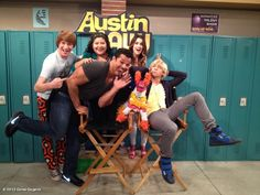 austin and ally cast pictures- Ross's face is so serious. Disney Channel Shows, Austin And Ally, Disney Stars, Ross Lynch, Other People, It Cast, Disney Facts, Boombox, Tv