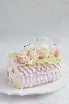 white chocolate roses roll cake