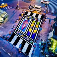 """""""Esther Mahlangu keeps making SA and the Ndebele culture proud! She was honoured in New York with a mural spanning across two lanes. South African Design, South African Artists, African Art Paintings, Work In New York, African Market, African Diaspora, New York Street, Pattern Art, Contemporary Artists"""