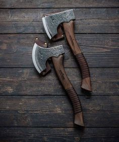 "Carving Axe ""Robin Wood"" and Northlander Hatchet just finished. Swords And Daggers, Knives And Swords, Bushcraft Axe, Wood Axe, Blacksmithing Knives, Beil, Sword Design, Battle Axe, Old Tools"