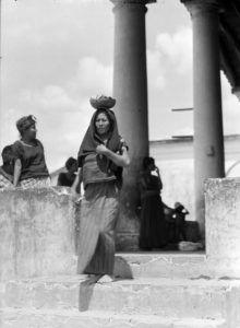 T.MODOTTI ( 1896-1942), Femme de Tehuantepec, 1929 Tina Modotti, Clemente Orozco, Diego Rivera, Old Photos, History, Artwork, Photography, Antique Photos, Legends