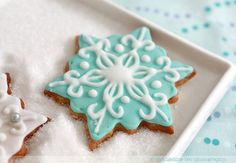 darkromantics: Decorated Snowflake Cookies (by Evangeline 이벤젤린) Christmas Treats, Christmas Baking, Holiday Treats, Holiday Recipes, Aqua Christmas, Christmas 2016, Beautiful Christmas, Holiday Parties, Christmas Time